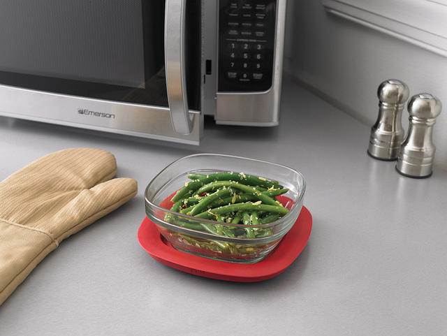 Microwave c by Rubbermaid Products via Flickr unter CC-BY-Lizenz