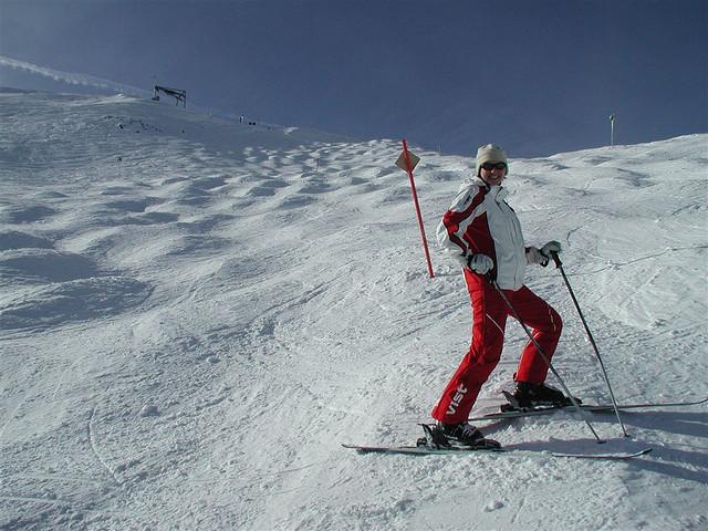Ski fahren © nonanet via Flickr unter CC-BY-SA-Lizenz