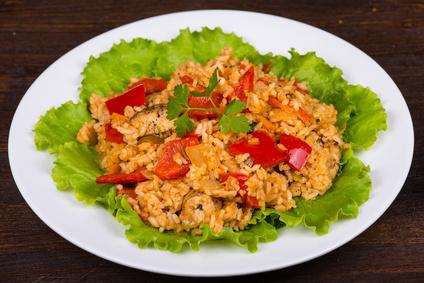 Reissalat mit Curry und Hühnchen